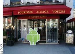 Kougui devant la Maison de l'Alsace