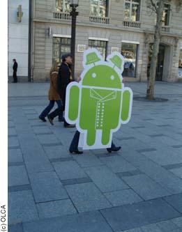 Mascotte Kougui pour Android sur les Champs Elysées